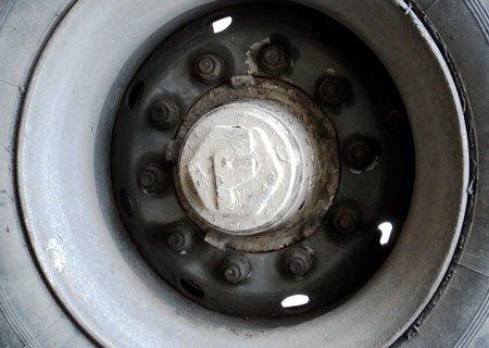 Полуприцеп Фрюхауф: Переделка крепления колодок и замена тормозных накладок