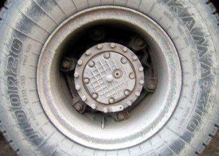 МАЗ-54331: Замена задних ступиц на клиньях на евроступицы