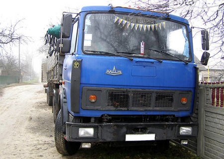 Автопоезд МАЗ-54323 с полуприцепом ОДАЗ-9370 и прицепом СЗАП-8352