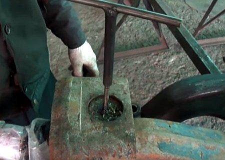 МАЗ-500, МАЗ-54323 и МАЗ-54331: Выпрессовка прямого шкворня на передней балке