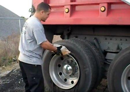 Разборка, сборка и ремонт бескамерной шины на грузовике