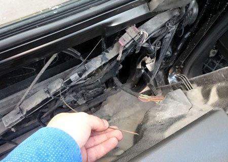 Audi A6 4B C5: Замена тросика стеклоподъемника передней двери